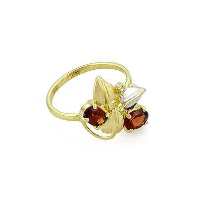 Золотое кольцо с гнарнатами и бриллиантом 3.5 г SLR-0190-350